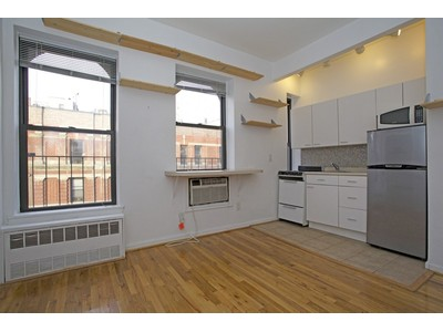 Copropriété for sales at Bright & Serene Studio 66 West 84 Street 5D  Upper West Side, New York, New York 10024 États-Unis