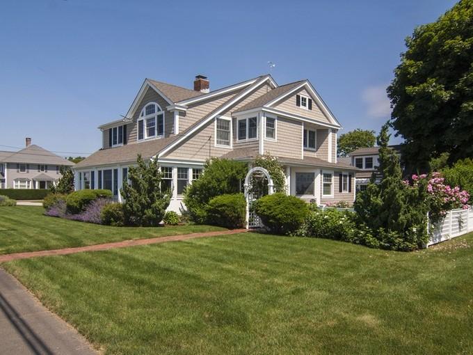 獨棟家庭住宅 for sales at Views of Long Island Sound 406 Maple Avenue Old Saybrook, 康涅狄格州 06475 美國