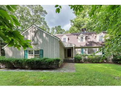 단독 가정 주택 for sales at Picturesque Cranberry Colonial 2 Dewal Court  Norwalk, 코네티컷 06851 미국