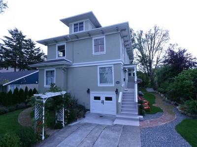 단독 가정 주택 for sales at Character Family Home 2659-2663 Currie Road Victoria, 브리티시 컬럼비아주 V8S3B9 캐나다