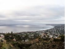 Частный односемейный дом for sales at 7411 Hillside Drive    La Jolla, Калифорния 92037 Соединенные Штаты