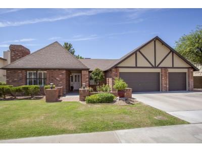 Maison unifamiliale for sales at Stunning Remodeled Single Level Scottsdale Home 5867 E Marconi Ave Scottsdale, Arizona 85254 États-Unis
