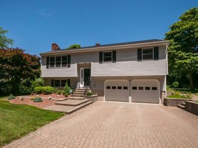 Nhà ở một gia đình for sales at Contemporary Raised Ranch 167 Stadley Rough Rd Danbury, Connecticut 06811 Hoa Kỳ
