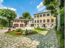 Mehrfamilienhaus for sales at Stunning property alongside Lake Como  Como, Como 22100 Italien