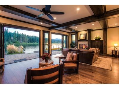 Otras residenciales for sales at Luxurious Riverfront Home 3824 W Shoreview Ln Coeur D Alene, Idaho 83814 Estados Unidos