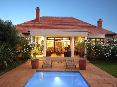 Maison unifamiliale for sales at Ideal suburban property for extended families or home offices  Johannesburg, Gauteng 2196 Afrique Du Sud