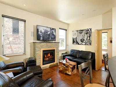 Piso for sales at Cool  Contemporary Central Core Condo 434 E. Main Street Unit 203   Aspen, Colorado 81611 Estados Unidos