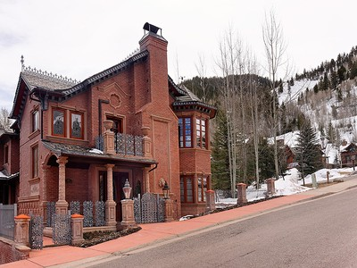 Einfamilienhaus for sales at One of a kind Ski-In Property 918 S. Mill Street Aspen, Colorado 81611 Vereinigte Staaten