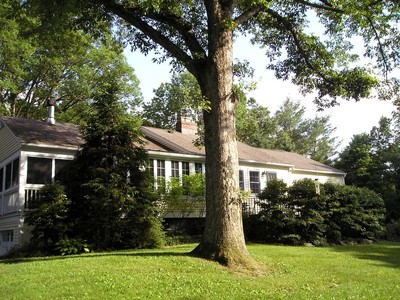 Maison unifamiliale for sales at Charming Privacy in Roxbury 44 Spargo Road Roxbury, Connecticut 06783 États-Unis