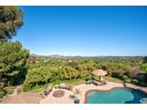 獨棟家庭住宅 for sales at 947 Olive Crest Drive    Encinitas, 加利福尼亞州 92024 美國