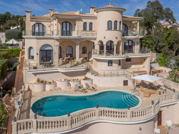 Mehrfamilienhaus for sales at Imposing Waterfront Mansion in Sol de Mallorca  Calvia, Mallorca 07183 Spanien