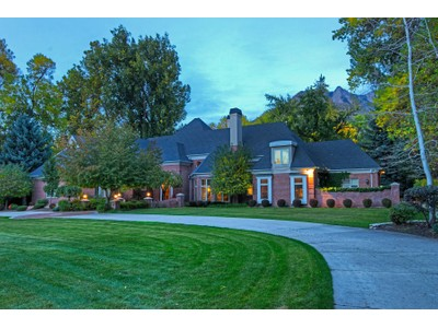 獨棟家庭住宅 for sales at Stunning, Elegant Estate on Wooded Lot 5497 S Walker Estates Cir   Salt Lake City, 猶他州 84117 美國