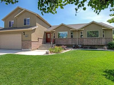 独户住宅 for sales at Exquisite Newer Home 555 West 800 North American Fork, 犹他州 84003 美国