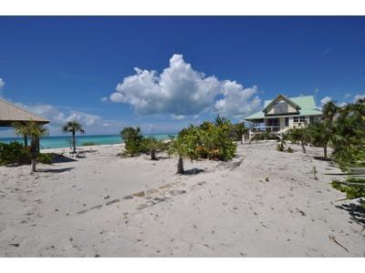 Maison unifamiliale for sales at Hawk's Nest Beachfront Property Cat Island, Île Cat Bahamas