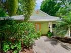 Maison unifamiliale for sales at Chaming Home 115 Mohawk Street Plantation Key, Florida 33070 États-Unis