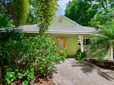 Maison unifamiliale for sales at Chaming Home 115 Mohawk Street Plantation Key, Florida 33070 États-Unis