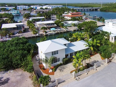 Maison unifamiliale for sales at Stunning Canal Front Home 175 Harbor Drive Plantation Key, Florida 33070 United States