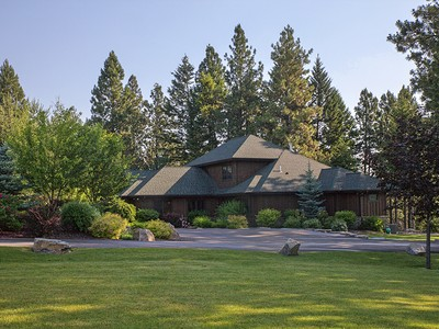Villa for sales at Private Whitefish River Frontage 925 Hodgson Rd Columbia Falls, Montana 59912 Stati Uniti