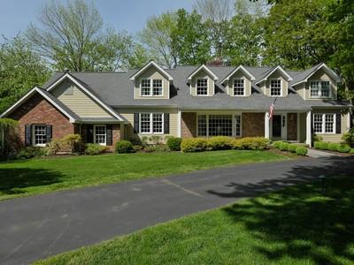 Nhà ở một gia đình for sales at Captivating Lakefront Living 195 West Haviland Lane  Stamford, Connecticut 06903 Hoa Kỳ
