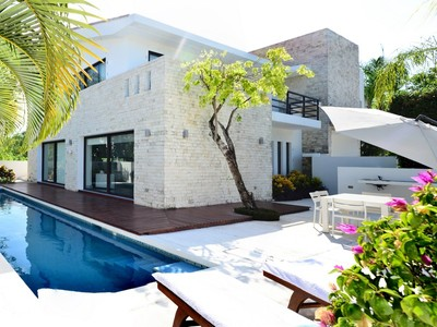 Einfamilienhaus for sales at CASA ALBA - A CONTEMPORARY STYLISH RESIDENCE CASA ALBA - A CONTEMPORARY STYLISH RESIDENCE Paseo Selvamar  Playa Del Carmen, Quintana Roo 77710 Mexiko