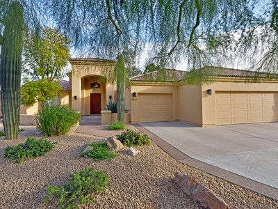 Villa for sales at Warm & Bright Home on Large Cul-de-Sac Lot in The Islands at McCormick Ranch 8213 E Del Cristal Drive Scottsdale, Arizona 85258 Stati Uniti