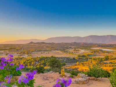 Land for sales at Sun Rocks Sun Rocks Drive Valley Center, Kalifornien 92082 Vereinigte Staaten