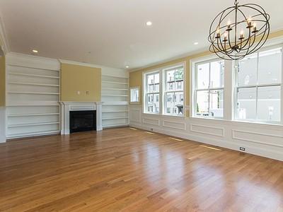 Condomínio for sales at 49 L Street- Unit 9  Boston, Massachusetts 02127 Estados Unidos