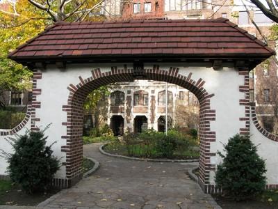 """Cooperativa for sales at """"LARGE LUXURY GARDENS COOP"""" 10 Holder Place , Forest Hills Gardens Forest Hills, Nova York 11375 Estados Unidos"""