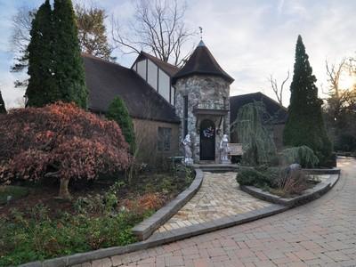Single Family Home for sales at 685 Esplanade  Pelham, New York 10803 United States