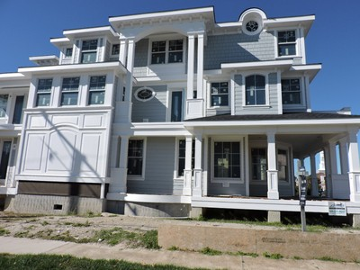 Single Family Home for sales at 20 S Thurlow Ave    Margate City, New Jersey 08402 United States