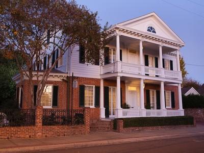 Casa para uma família for sales at William Harris House 311 Jefferson Street Natchez, Mississippi 39120 Estados Unidos