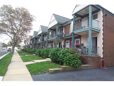Condomínio for sales at Updated End Unit 207-14 13th Ave  Belmar, Nova Jersey 07719 Estados Unidos