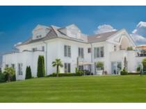 Moradia for sales at Very Representative Business Villa  Bruchkobel, Hessen 63486 Alemanha