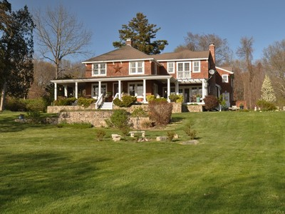 Einfamilienhaus for sales at Direct Access to Long Island Sound 100 Old Black Point Road Niantic, Connecticut 06357 Vereinigte Staaten