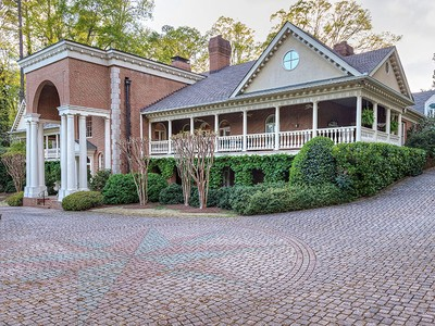 Casa para uma família for sales at Well Designed In Buckhead 631 Fairfield Road NW Atlanta, Geórgia 30327 Estados Unidos