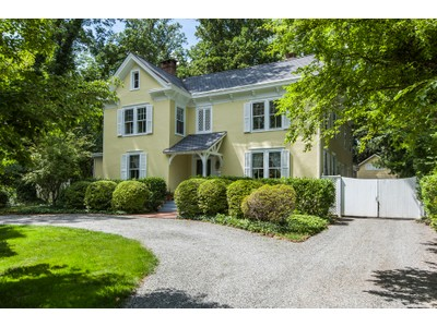 Maison unifamiliale for sales at Classic Colonial in Coveted Institute Location 53 Battle Road Princeton, New Jersey 08540 États-Unis
