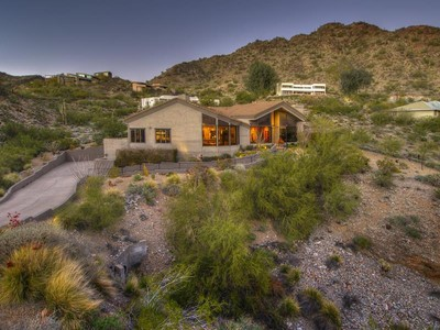Maison unifamiliale for sales at Contemporary Hillside Home with Dramatic Views and Desert Serenity 6739 N Palm Canyon Drive Phoenix, Arizona 85018 États-Unis