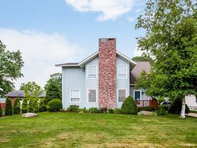 獨棟家庭住宅 for sales at Hotchkiss Grove 183 Hotchkiss Grove Rd Branford, 康涅狄格州 06405 美國