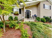 Maison unifamiliale for sales at Charming Home 2472 Fernleaf Court NW  Buckhead, Atlanta, Georgia 30318 États-Unis