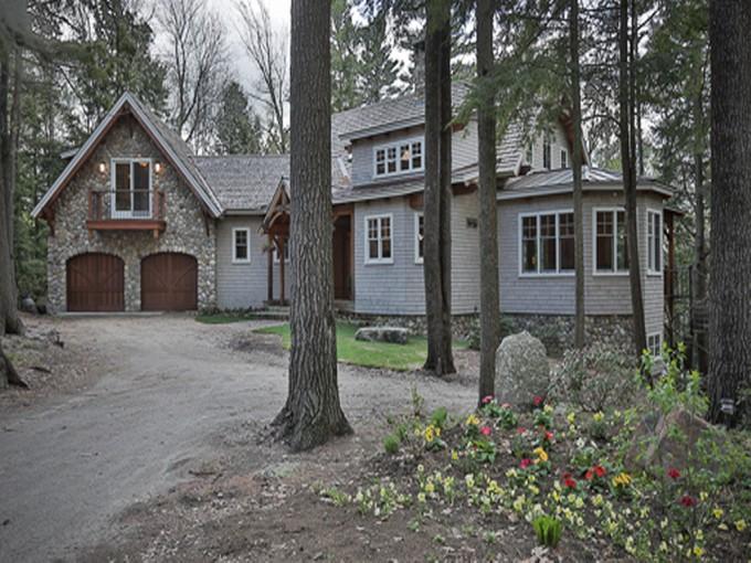Vivienda unifamiliar for sales at Stunning Timberpeg Home 19 Boutwell Hancock, Nueva Hampshire 03449 Estados Unidos