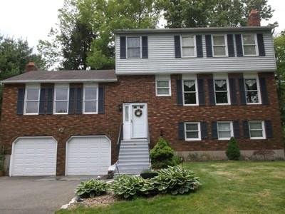 Maison unifamiliale for sales at Cul-de-Sac Location 15 Deer Run Rd North Haven, Connecticut 06473 États-Unis