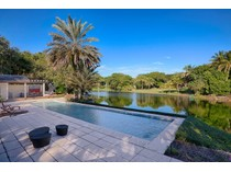 Casa para uma família for sales at 10845 Snapper Creek Road    Coral Gables, Florida 33156 Estados Unidos