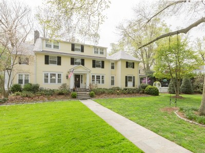 Maison unifamiliale for sales at Chevy Chase Village 5921 Cedar Pkwy Chevy Chase, Maryland 20815 États-Unis