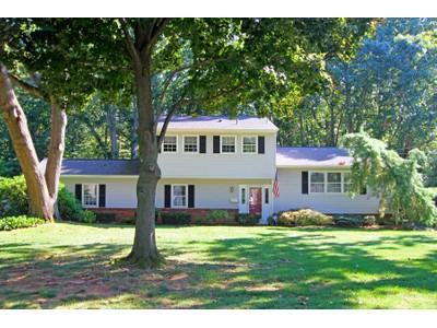 Casa para uma família for sales at 31 Majestic Ave.   Lincroft, Nova Jersey 07738 Estados Unidos