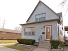 Maison unifamiliale for sales at Newly Renovated Farmhouse Home 12844 S Carondolet Avenue Chicago, Illinois 60633 États-Unis