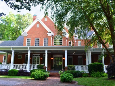 Maison unifamiliale for sales at Magnificent Gated Estate 1836 County Line Road NW Acworth, Georgia 30101 États-Unis