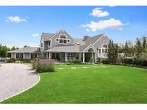 Maison unifamiliale for sales at Village Traditional 30 Off Meadow Lane   Westhampton Beach, New York 11978 États-Unis