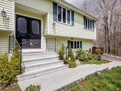 Casa Unifamiliar for sales at 412 Main Street  Hebron, Connecticut 06231 Estados Unidos
