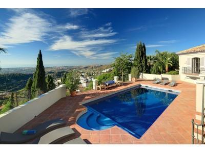 Maison unifamiliale for sales at El Madroñal  Benahavis, Andalousie 29679 Espagne