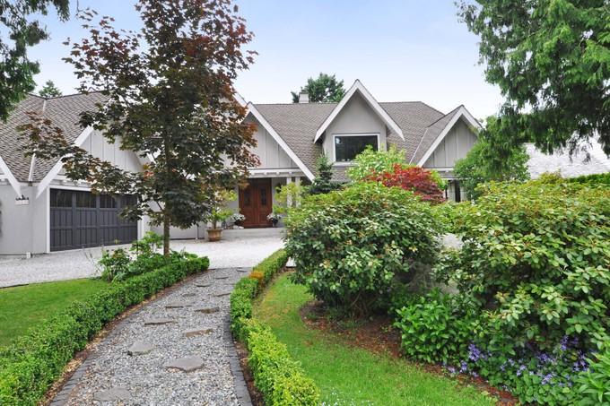 Vivienda unifamiliar for sales at Ocean Bluff View Home 981 Pacific Drive Delta, British Columbia V4M2K2 Canadá